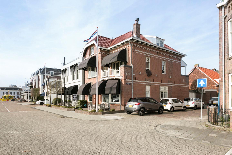 Bekijk foto 1 van Burg. Van der Lelykade 4