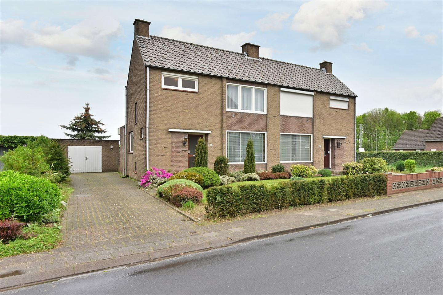 View photo 1 of Limbrichterstraat 40