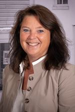 Katja van Dijk (Real estate agent assistant)
