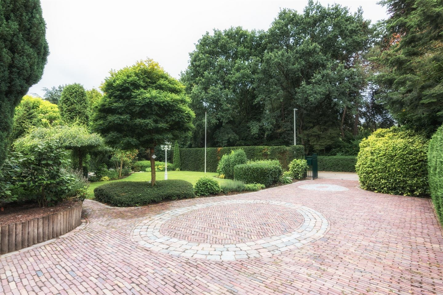 View photo 2 of Graaf Bentincklaan 6