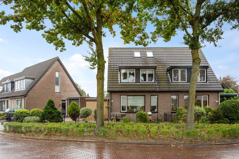 Bekijk foto 1 van Burgemeester van Campenhoutstraat 80