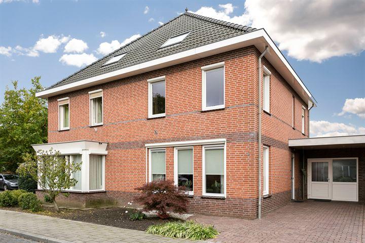 Burg.van Banningstraat 4