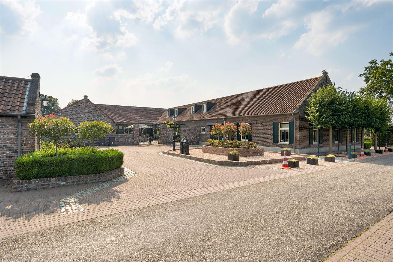 Bekijk foto 7 van Castertweg 2