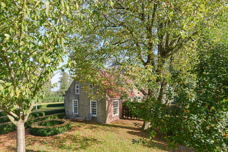 View photo 2 of Buren 25