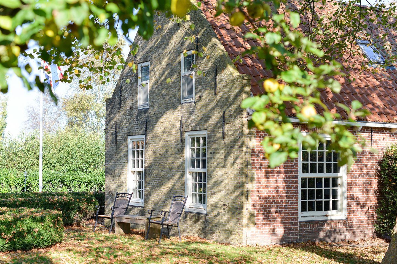 View photo 5 of Buren 25
