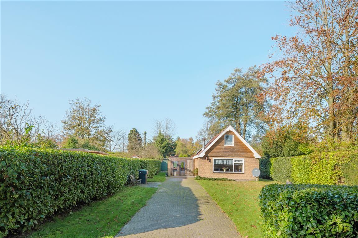 View photo 2 of De Vriehof 71