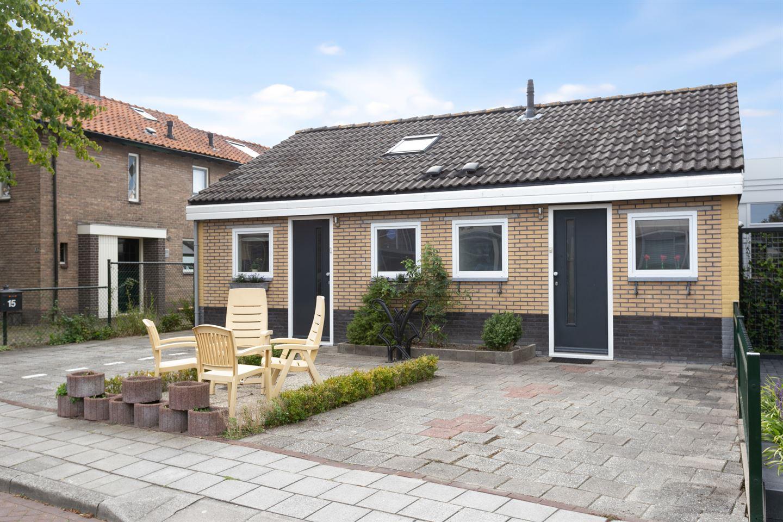 Bekijk foto 1 van Juliana van Stolbergstraat 15 A