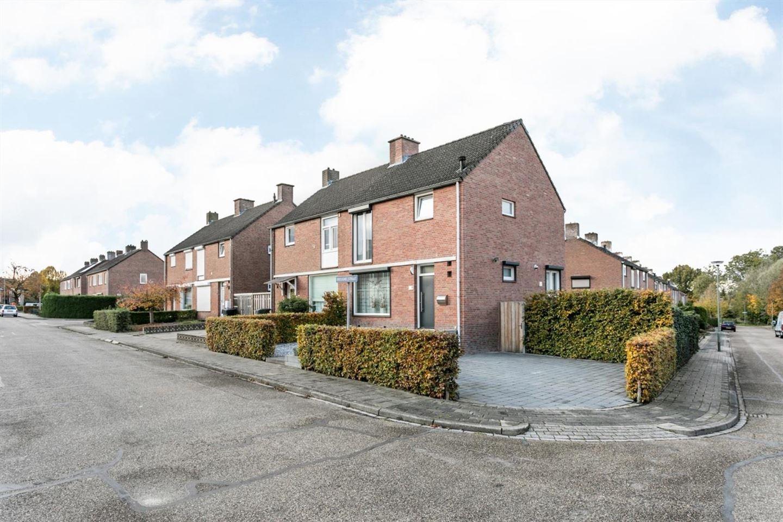 View photo 2 of Brueghelstraat 2