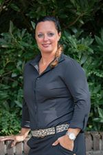 Miranda Sloots (Real estate agent assistant)