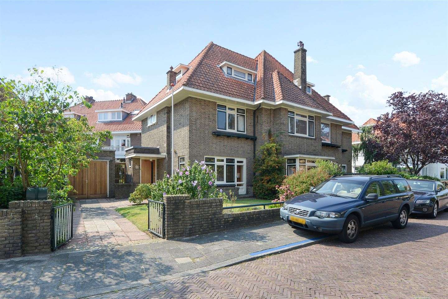 View photo 1 of Den Burghstraat 12