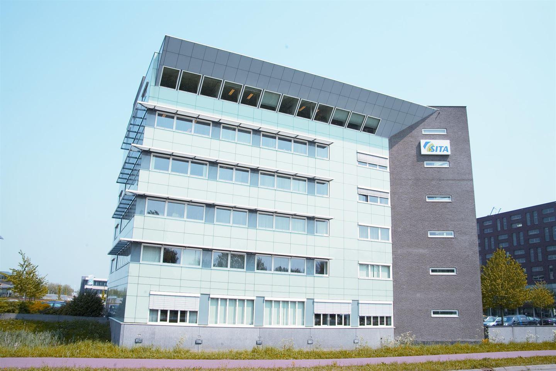 Bekijk foto 3 van Mr E.N. van Kleffensstraat 6
