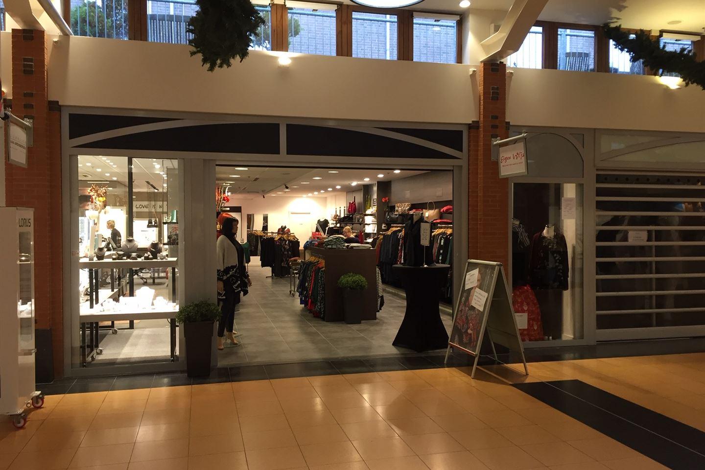 Bekijk foto 1 van Winkelcentrum 42 -1
