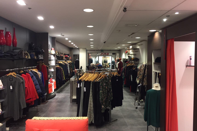 Bekijk foto 2 van Winkelcentrum 42 -1