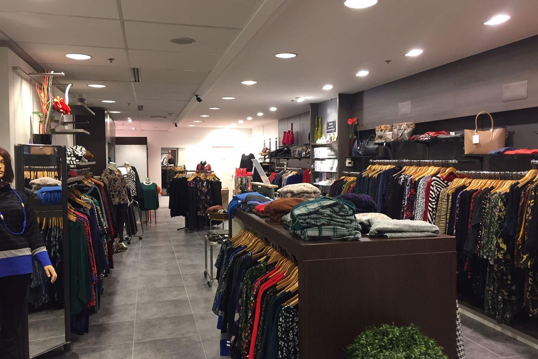 Bekijk foto 3 van Winkelcentrum 42 -1