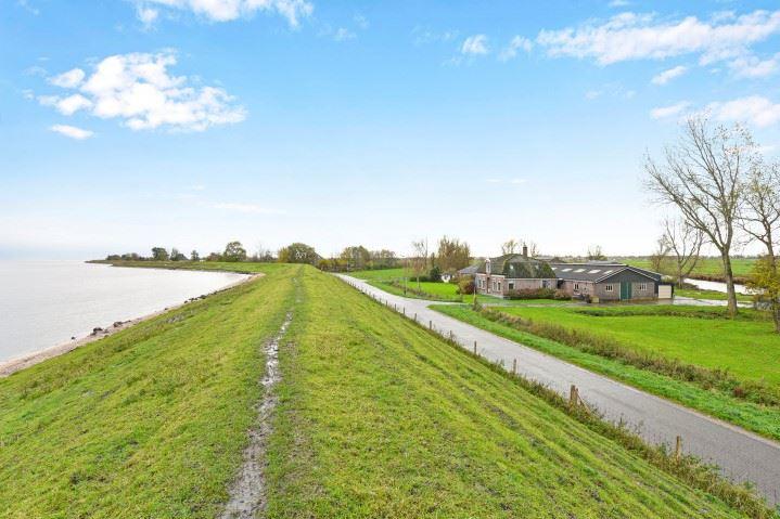 Bekijk foto 2 van IJsselmeerdijk 8