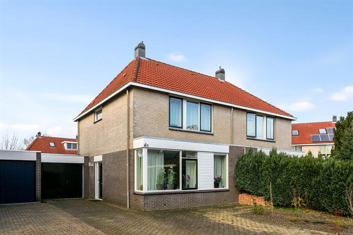Domela Nieuwenhuisstraat 32