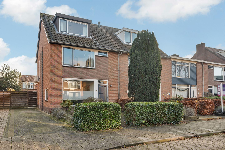 Bekijk foto 1 van Van Schendelstraat 12