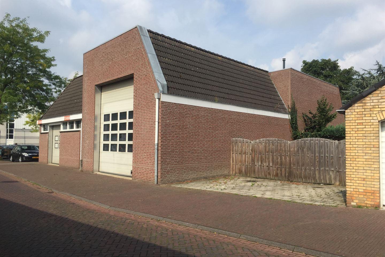 Bekijk foto 2 van Burgemeester Hobusstraat 39