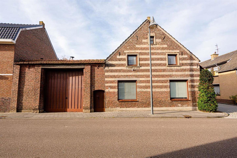 Bekijk foto 1 van Dorpstraat 42