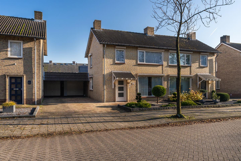 Bekijk foto 1 van Jan van Amstelstraat 84
