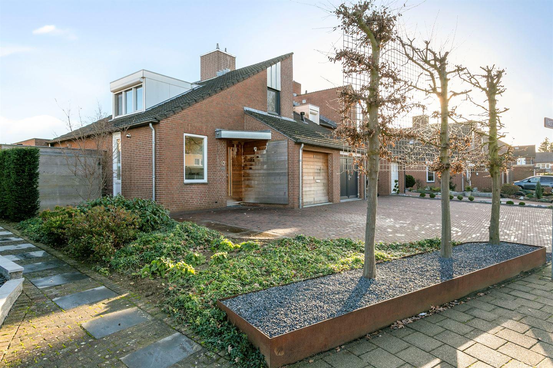 View photo 1 of Pastoor Hutschemakersstraat 13