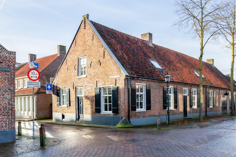 Bekijk foto 2 van St Odulphusstraat 28