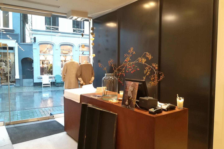 Bekijk foto 3 van Veemarktstraat 60