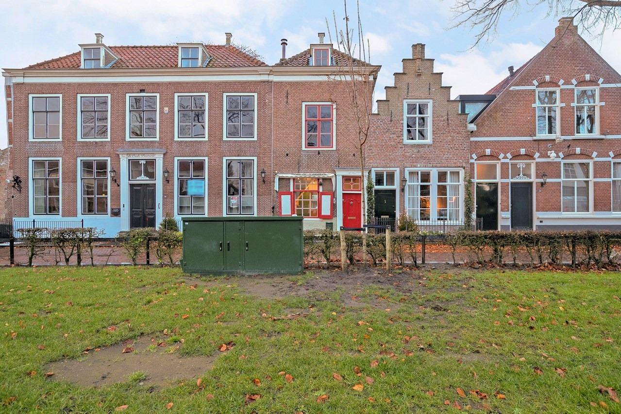 View photo 2 of Markt 33