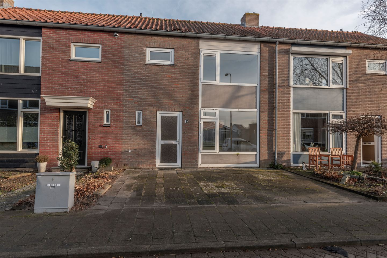 View photo 1 of Beatrixstraat 9