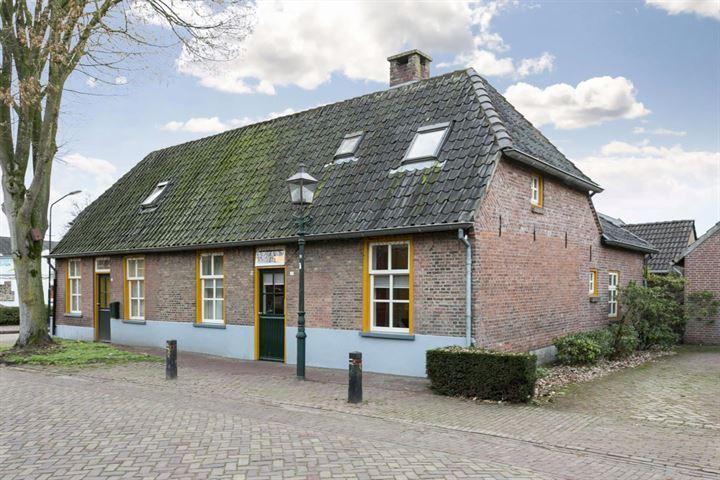 Dorpsstraat 23