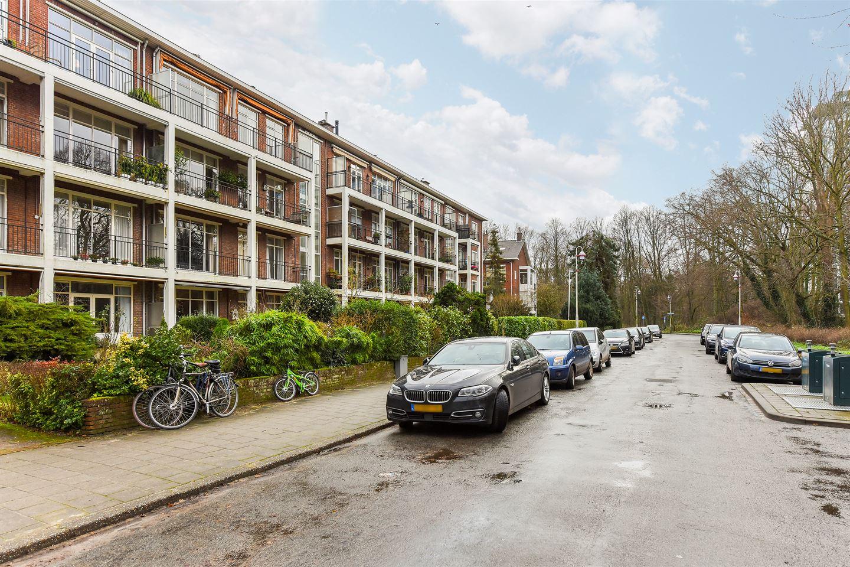 View photo 4 of Van der Houvenstraat 37