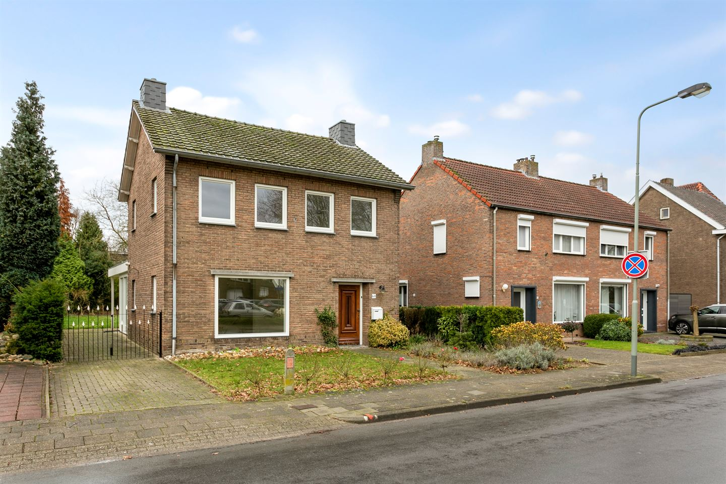 View photo 1 of Hubertusstraat 60