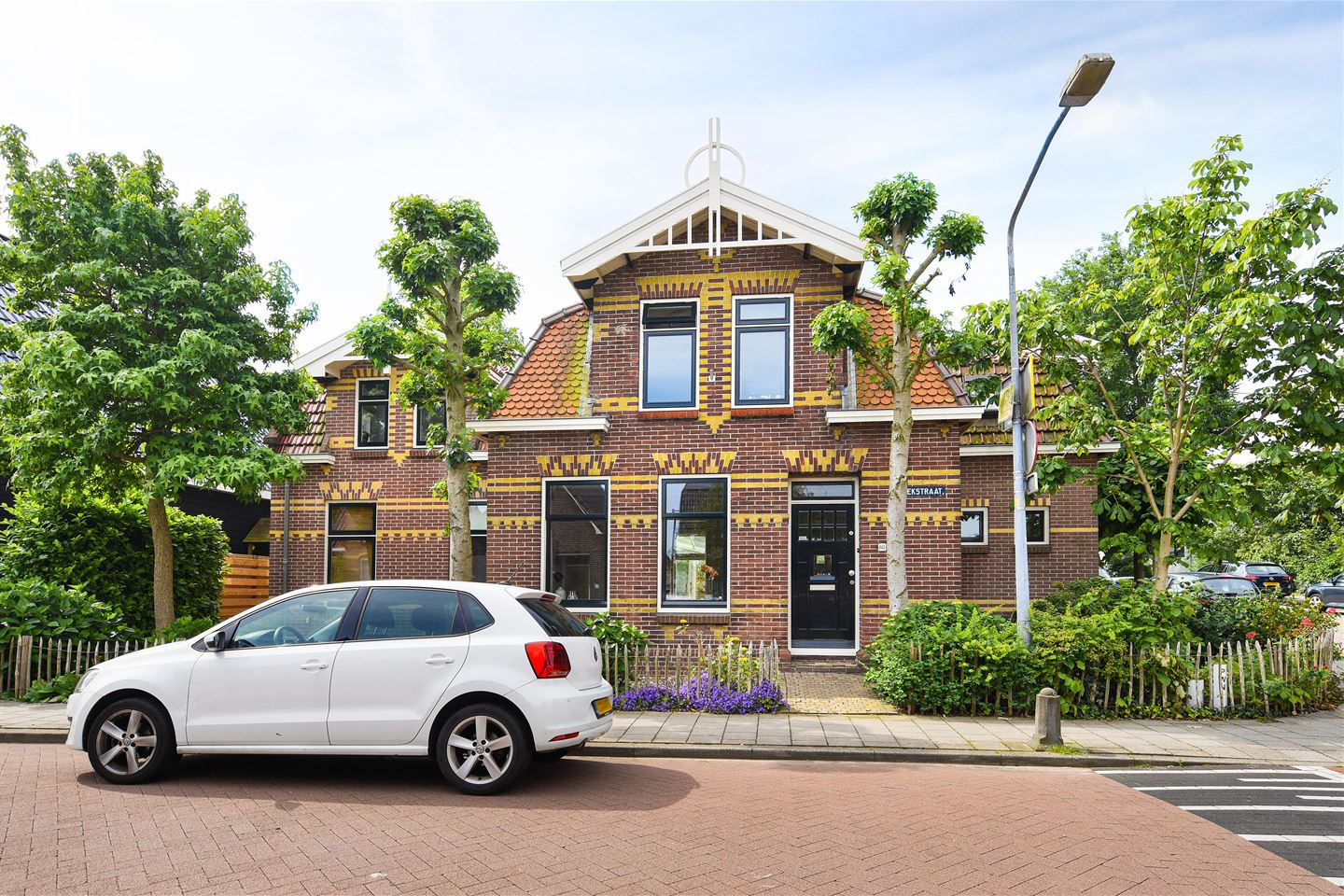 View photo 2 of van Beekstraat 60
