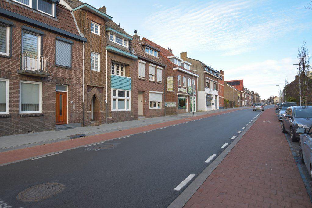 Bekijk foto 4 van Schaesbergerweg 45