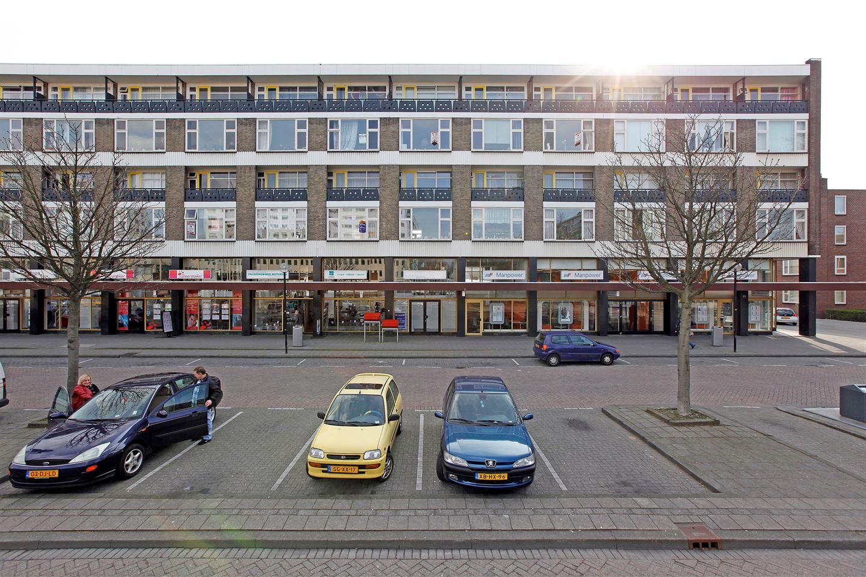 Bekijk foto 1 van Zuidplein 92