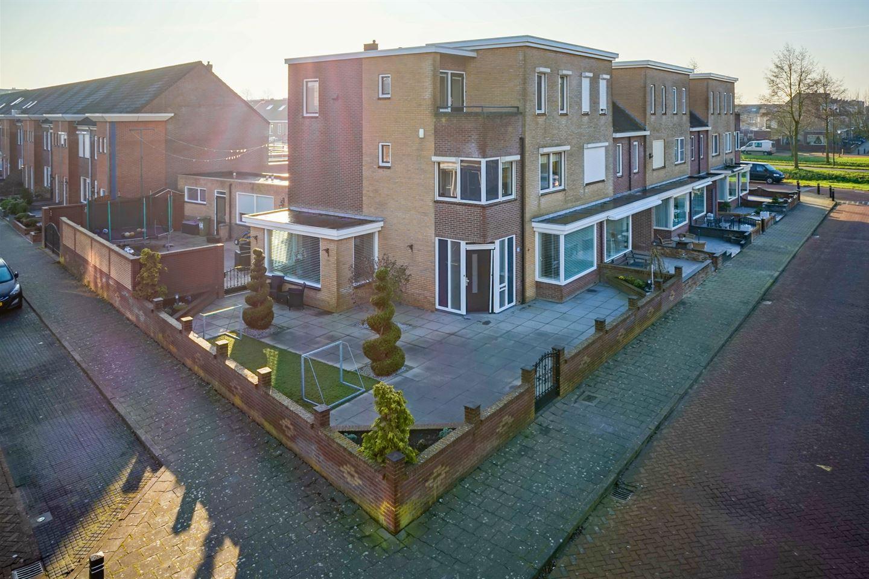 Bekijk foto 1 van Hendrick Averkamplaan 1