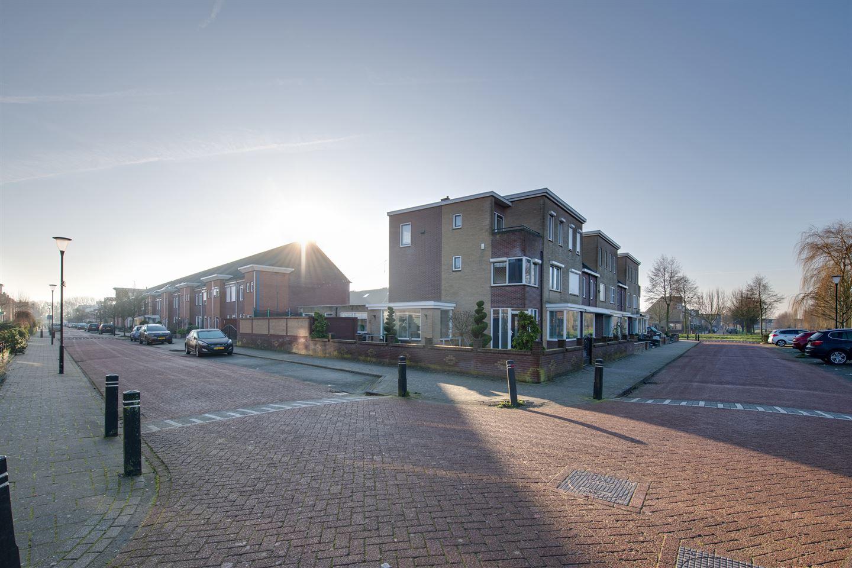 Bekijk foto 3 van Hendrick Averkamplaan 1