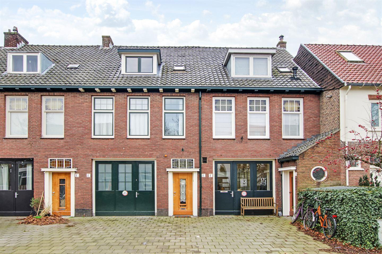 View photo 1 of Overtonstraat 1 C