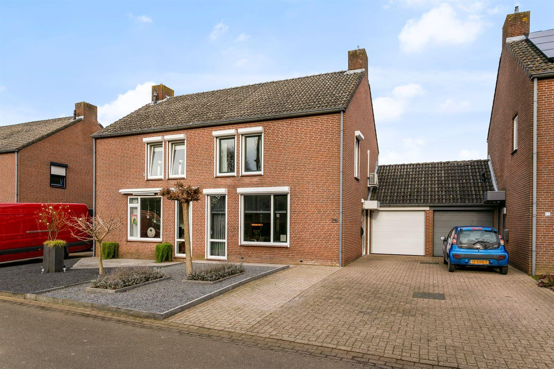 View photo 1 of Pastoor Weltersstraat 26