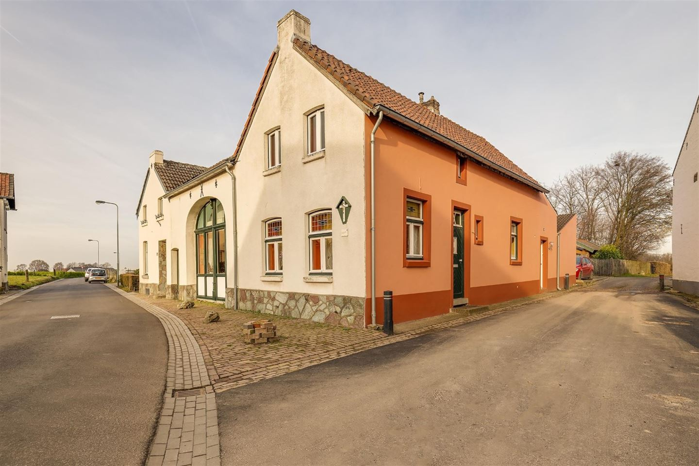 View photo 2 of Grootgenhouterstraat 19