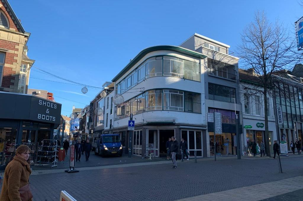 Bekijk foto 1 van Saroleastraat 26