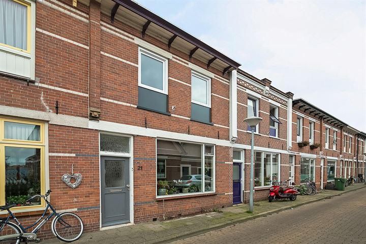 Middenstraat 21