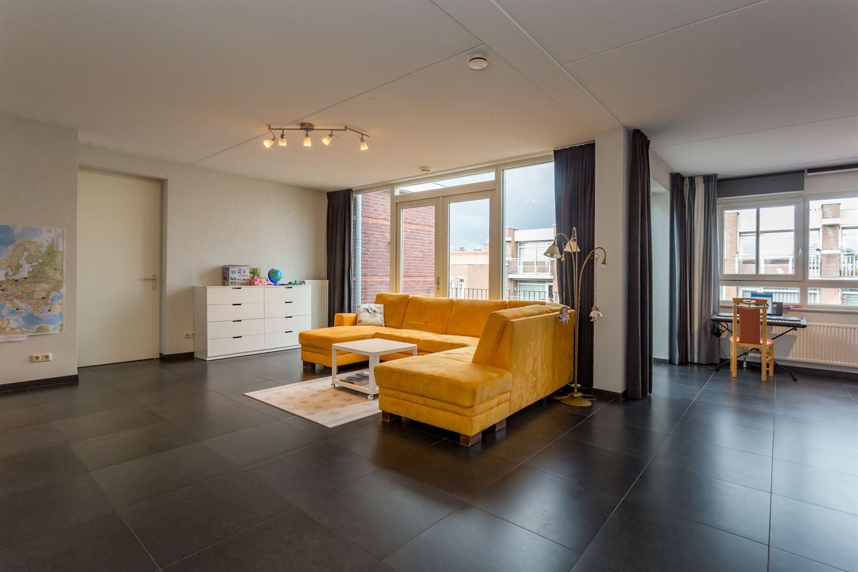 View photo 2 of Kerkstraat 402