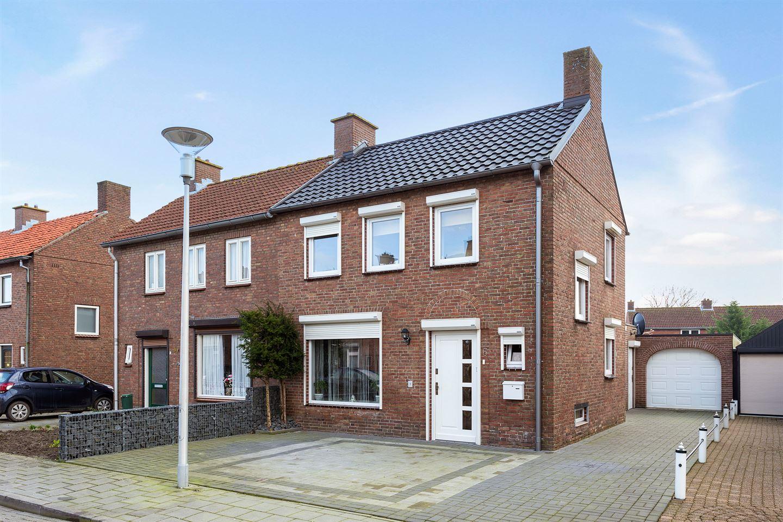 Bekijk foto 1 van AM de Jongstraat 6