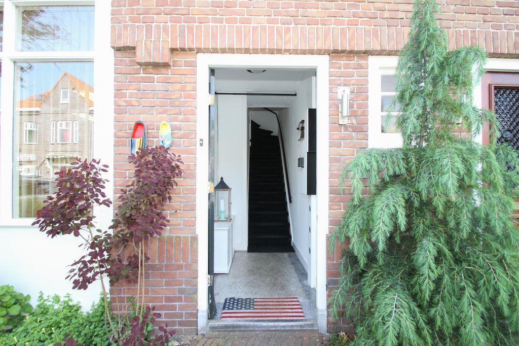 Bekijk foto 5 van Raadhuisplein 1 rood