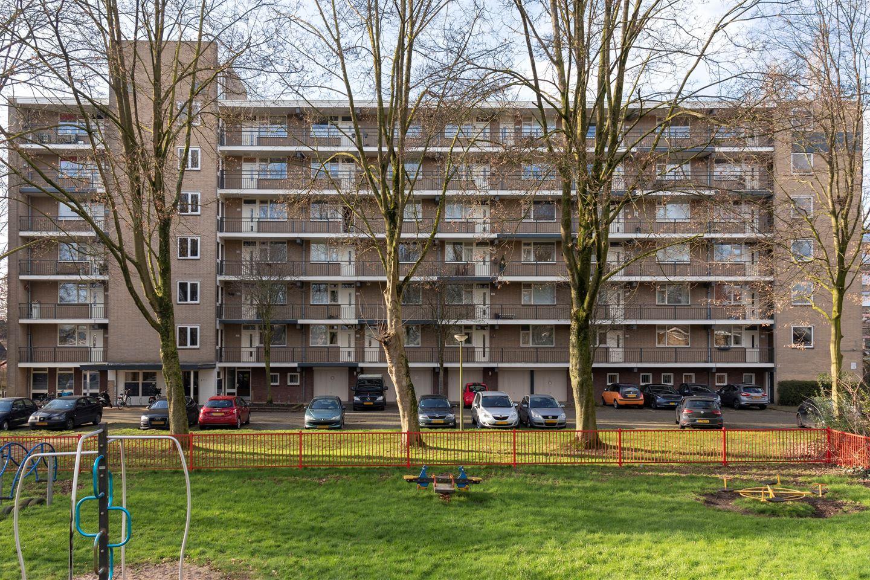 Bekijk foto 1 van Van Oldenbarneveltstraat 521