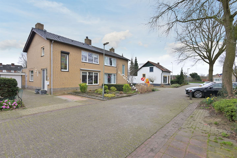 Bekijk foto 2 van Burg Schoolmeestersstraat 28