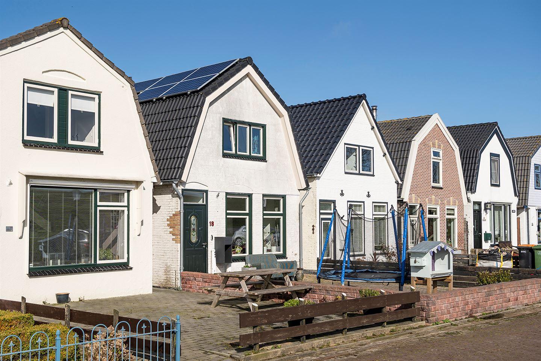 Bekijk foto 2 van De Ruyterstraat 18