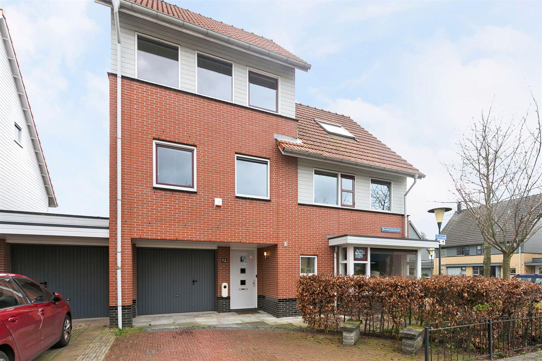 Bekijk foto 2 van Benthuizenstraat 52