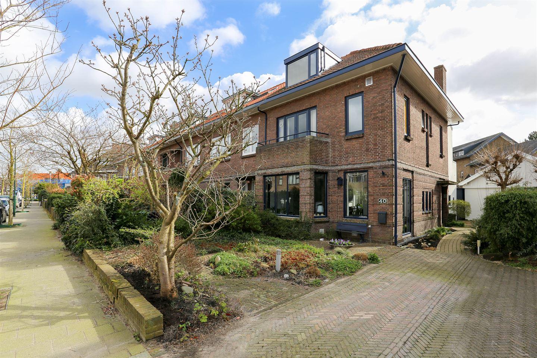 Bekijk foto 1 van van Deventerlaan 40